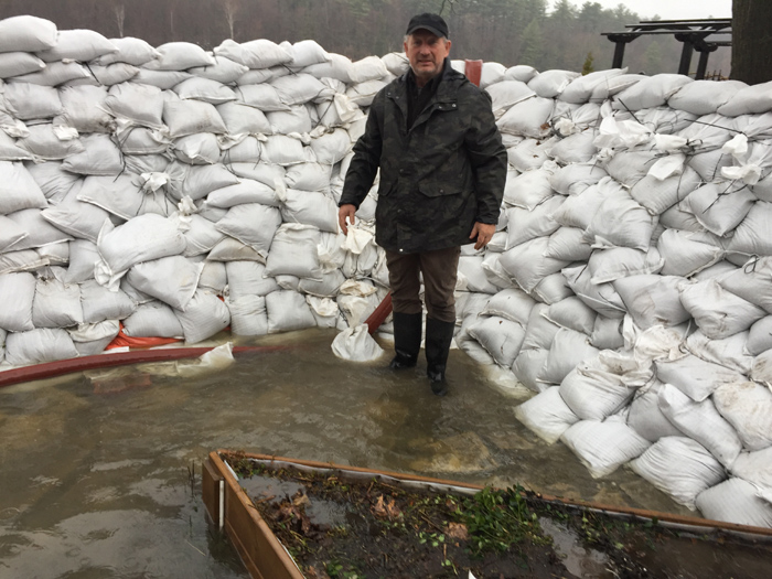 Sandbag wall in Gatineau